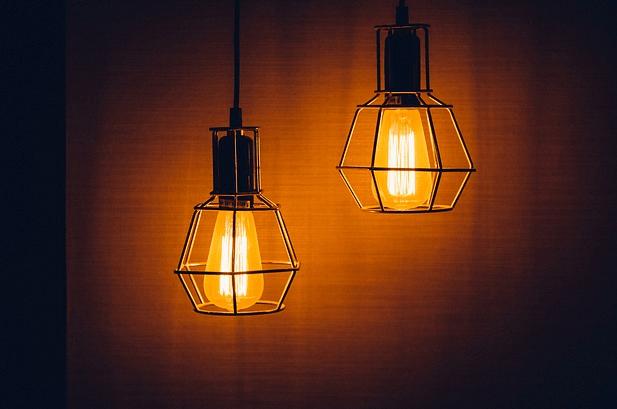 nayalakan lampu